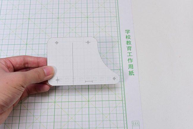 印刷した型紙を厚紙に張り付ける