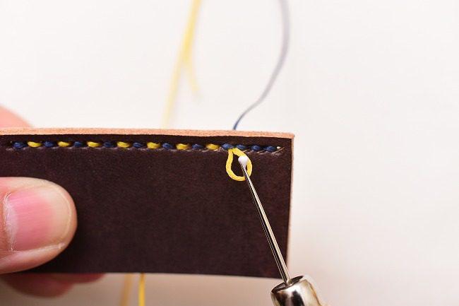 糸が解れないように接着剤を少量塗布する