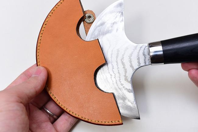 革で作ったラウンドナイフのケース